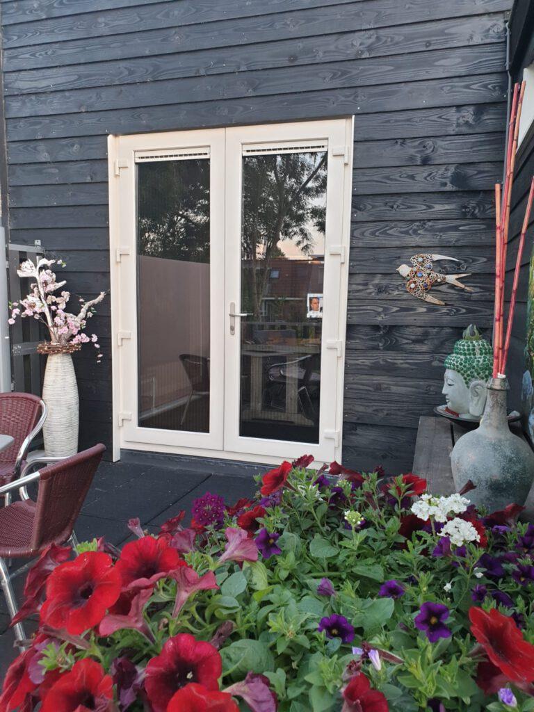 dubbele achterdeur gemonteerd
