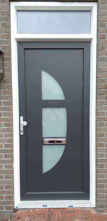kunststof voordeur met bovenlicht en luxe paneel antraciet wit